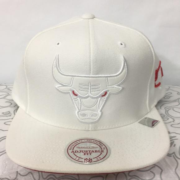 Mitchell and ness bulls leather SnapBack hat ece7dbdca39